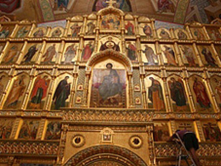 В Соборе Рождества Христова Новокузнецка установлен самый большой в области иконостас