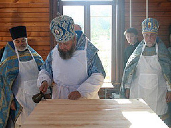 Митрополит Аристарх освятил храм рядом со святым источником в Гурьевском районе