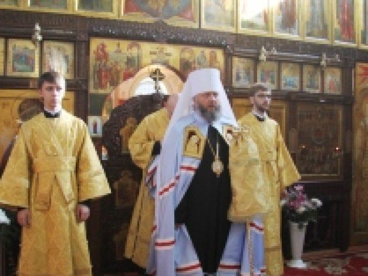 В неделю 13-ю по Пятидесятнице митрополит Аристарх совершил Литургию в храме Л-Кузнецкого