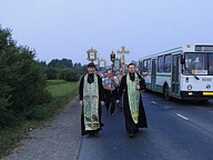 Верующие А-Судженска совершили многокилометровый крестный ход к храму-имениннику