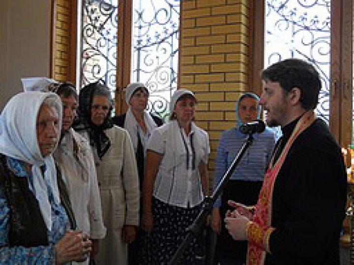 В храме Киселевска отслужена Литургия с комментариями