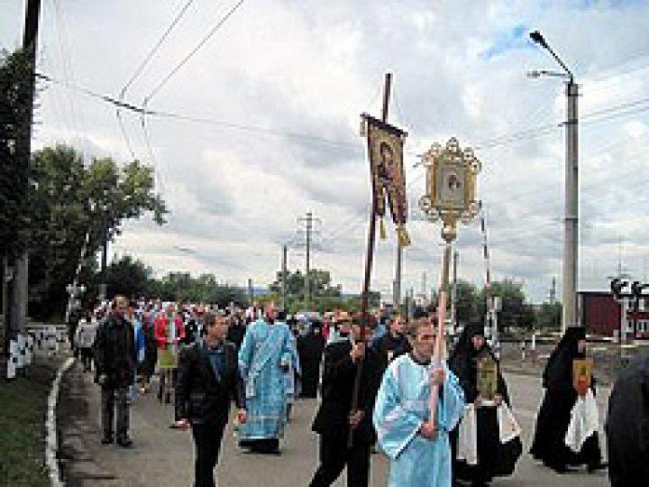 День шахтера в Л-Кузнецком отметили общегородским крестным ходом