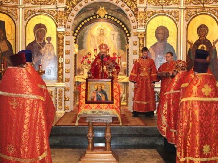 Глава Кузбасской митрополии совершил молебен святой великомученице Варваре в Знаменском соборе