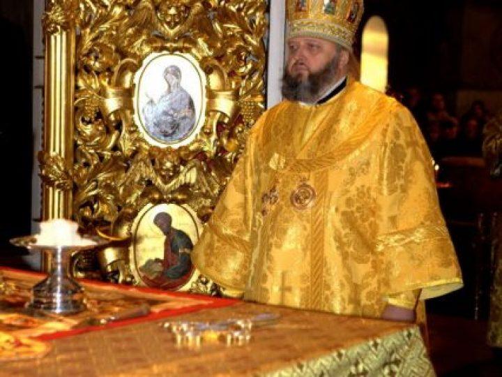 В неделю 30-ю по Пятидесятнице, святых праотец, митрополит Аристарх совершил Божественную литургию в Знаменском соборе