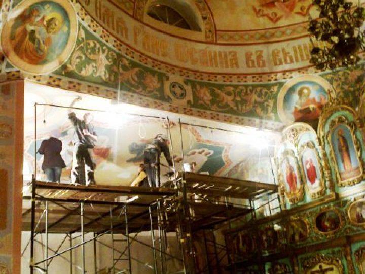 Продолжаются работы по росписи главного храма Междуреченского благочиния