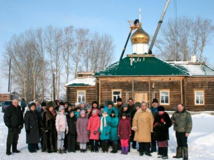 В Чебулинском районе установлены купола на храм, недавно отметивший свое 160-летие