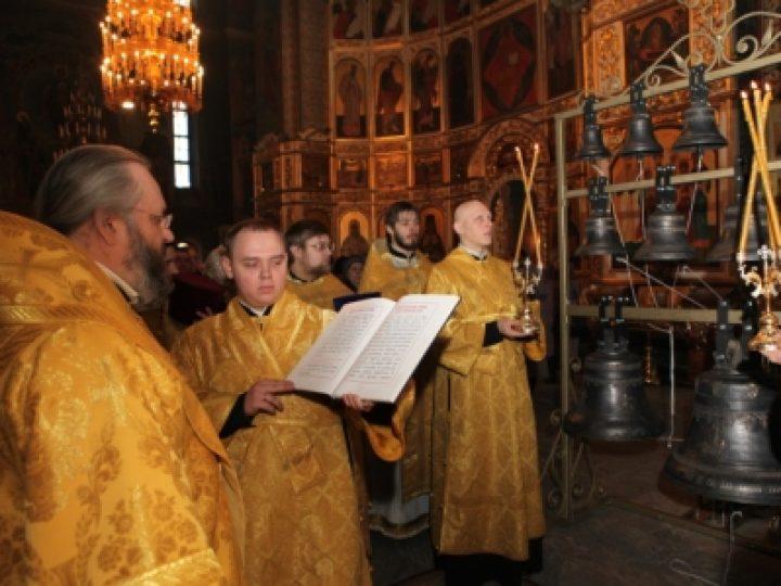 В неделю о мытаре и фарисее глава Кузбасской митрополии совершил Божественную литургию в Знаменском соборе
