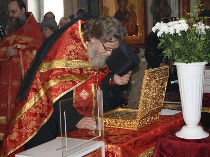 Ковчег с частицами мощей 35-ти угодников Божиих отправился по храмам Кузбасской митрополии