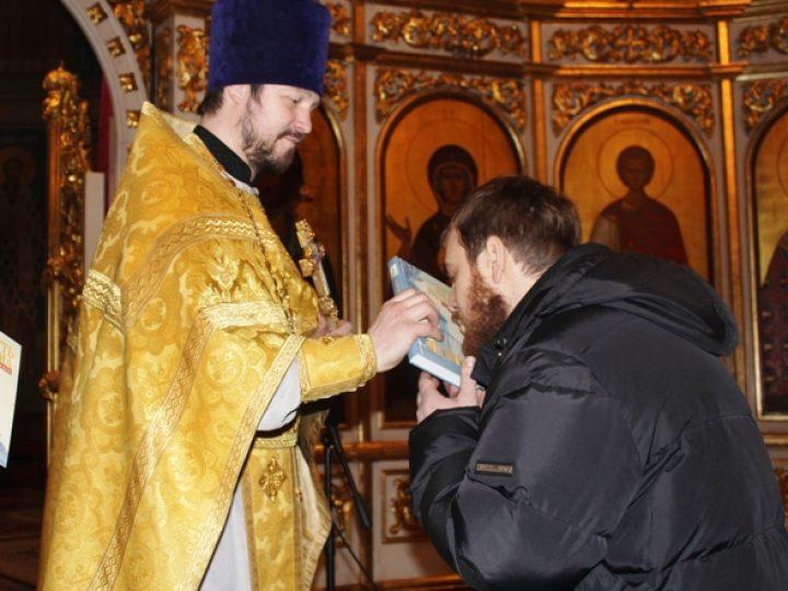 В Знаменском соборе прошел молебен по случаю 4-летия образования православного молодежного клуба «Симфония»