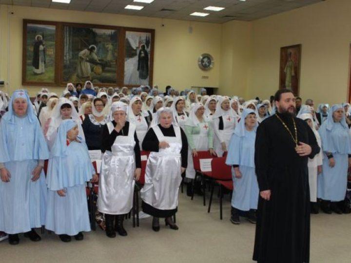 В Кемерове вручены областные награды и денежные премии от губернатора кузбасским сестрам милосердия