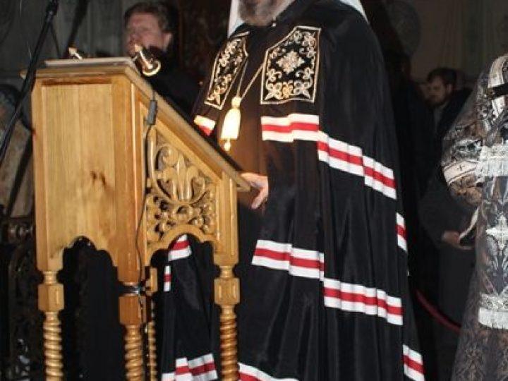 В понедельник первой седмицы Великого поста митрополит Аристарх совершил повечерие с чтением Великого канона прп. Андрея Критского в Знаменском соборе