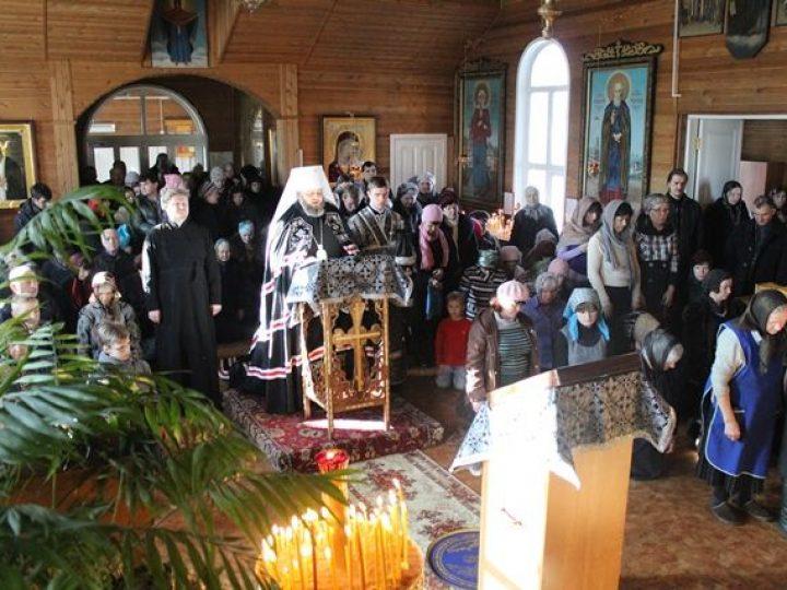 Кузбасский архипастырь совершил повечерие с чтением Великого канона прп. Андрея Критского в Скорбященском храме Кемерова