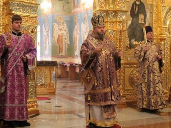 В канун недели второй Великого поста митрополит Аристарх совершил всенощное бдение в храме Рождества Христова Новокузнецка