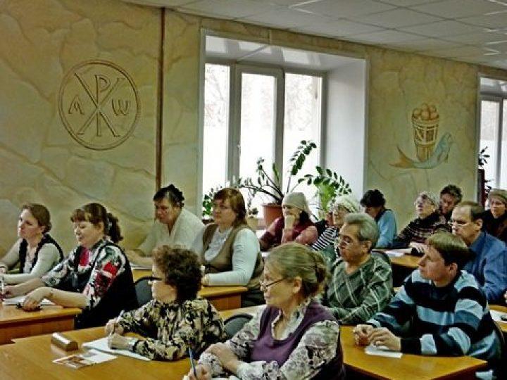 Слушатели богословских курсов Новокузнецка начали изучать спецкурс «Вы и ваша семья»