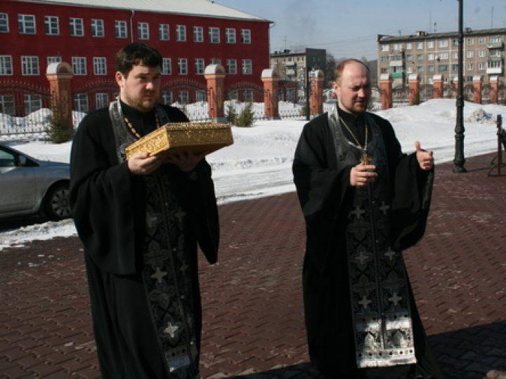 Ковчег с частицами мощей 35-ти угодников Божиих принесен в храм-памятник погибшим шахтерам Кузбасса