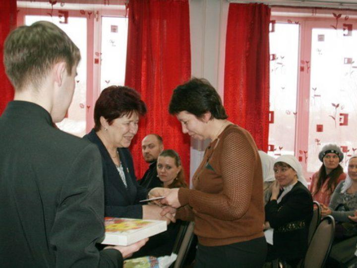 В Новокузнецке вручена материальная помощь от губернатора православным труженицам юга Кузбасса