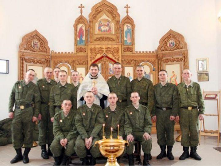 В храме Юрги состоялось крещение военнослужащих срочной службы