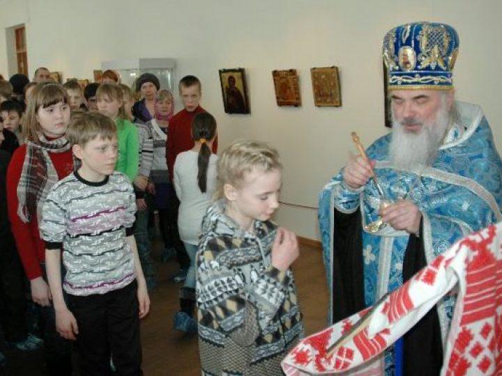 В областном музее ИЗО отслужен молебен перед старинной иконой
