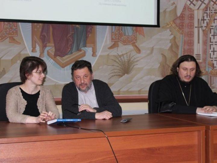 В Кемерове ректор католической школы из Италии презентовал свою книгу о воспитании детей