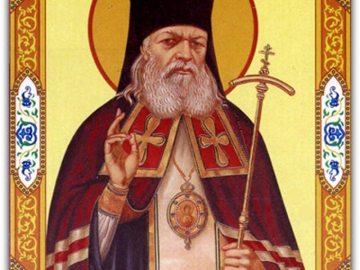 В Преображенский собор Новокузнецка принесена икона святителя Луки (Войно-Ясенецкого) с частицей его мощей