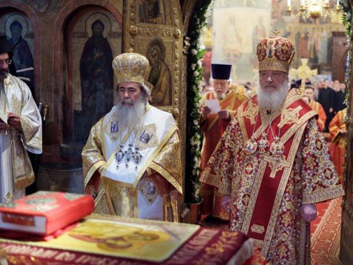 В день памяти равноапостольных Мефодия и Кирилла Предстоятели Иерусалимской и Русской Православных Церквей возглавили праздничные торжества в Москве