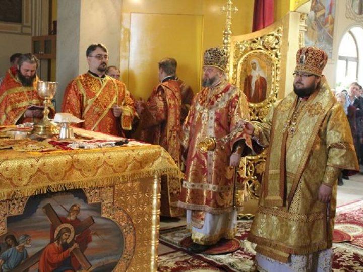 Митрополит Кемеровский Аристарх и епископ Мариинский Иннокентий освятили Никольский храм в Новокузнецке