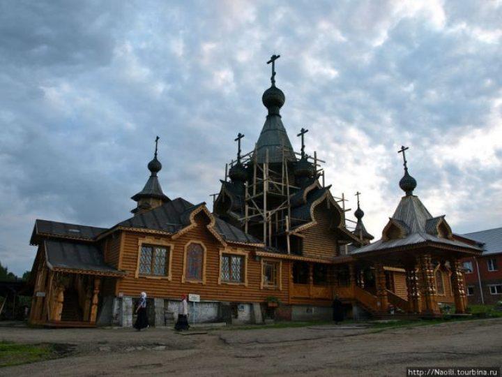 Митрополит Аристарх совершил всенощное бдение в храме святого мученика Иоанна Воина Новокузнецка