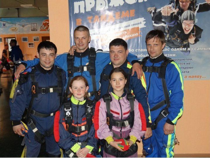 Участники Православного молодежного клуба из Тайги совершили первый в своей жизни прыжок с парашютом