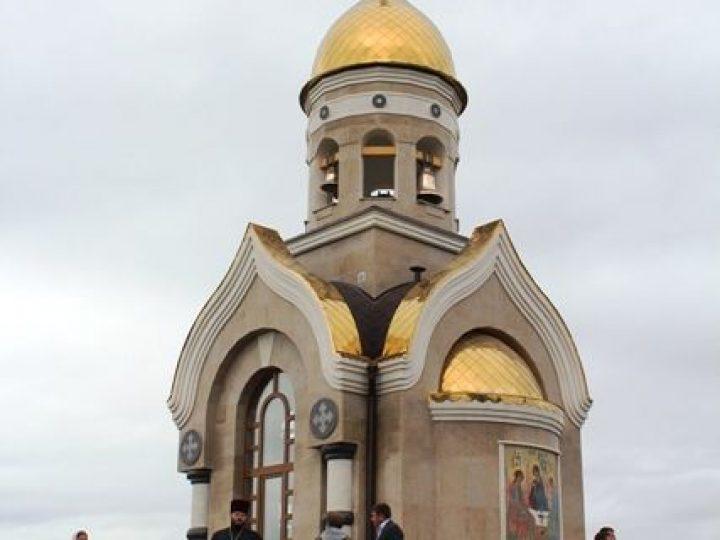 Глава Кузбасской митрополии освятил часовню рядом с трассой Кемерово-Ленинск-Кузнецкий