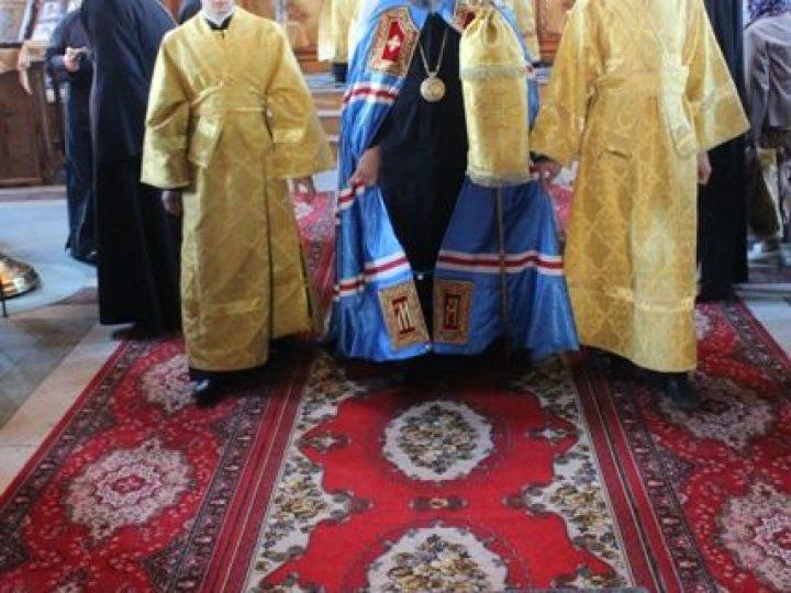 В неделю 3-ю по Пятидесятнице митрополит Аристарх совершил Литургию в храме Киселевска