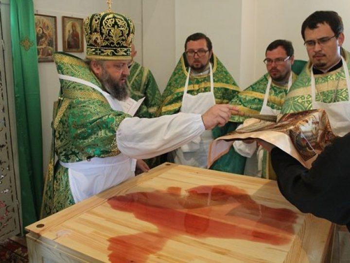 Глава Кузбасской митрополии совершил освящение нового храма в поселке Барзас