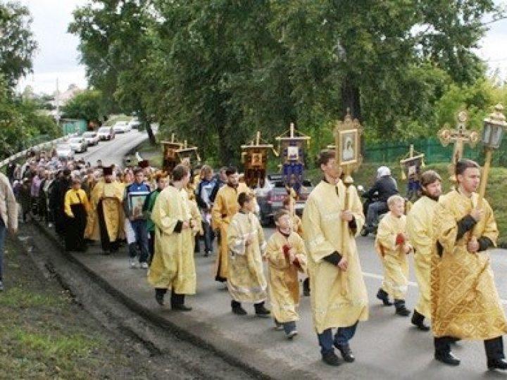 В Кемерове состоялся общегородской крестный ход, посвященный началу нового учебного года