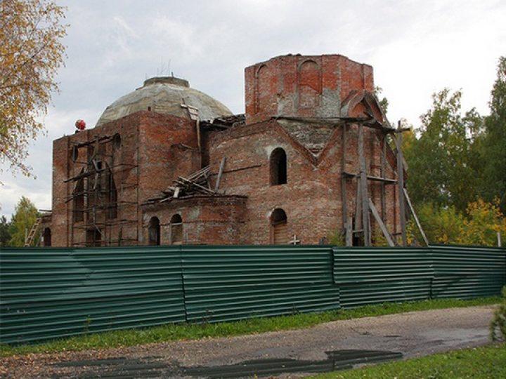 В поселке Ижморский возобновлено строительство храма, которое ведется более 10 лет