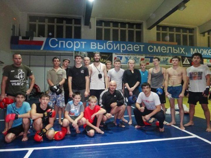 Кемеровский священник провел встречу со спортсменами, занимающимися боевым самбо