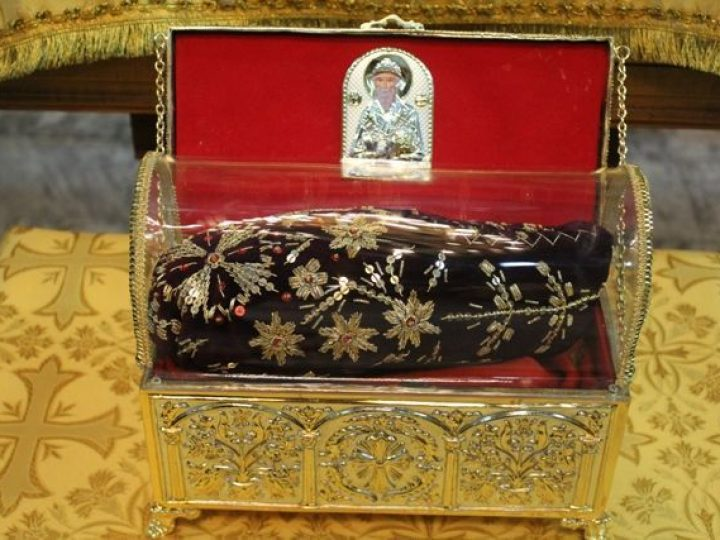 Тапочка с ноги святителя Спиридона Тримифунтского продолжает свое путешествие по храмам Кузбасской митрополии
