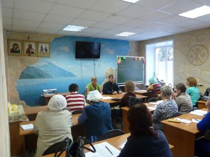 Новый учебный год на богословских курсах Новокузнецка начался с совместных встреч руководства и слушателей