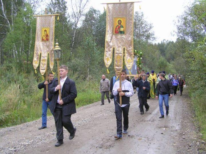 В Новокузнецком районе состоялся Всекузбасский крестный ход в честь дня памяти собора Кемеровских святых