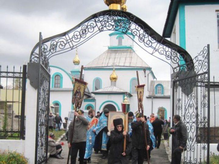 Верующие Л-Кузнецкого совершили крестный ход по городу с чудотворной иконой Божией Матери «Скоропослушница»