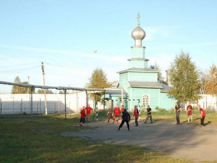 В колонии Тайги прошли соревнования по футболу, организованные местным священником