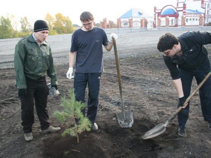 Около собора Рождества Христова в Новокузнецке прошла экологическая акция «Миллион деревьев Кузбассу»