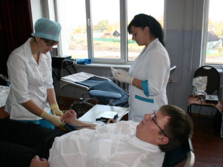 Студенты Кузбасской семинарии сдали кровь для нуждающихся горожан