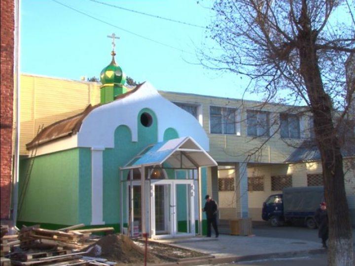 Храм на территории Областной психиатрической больницы увенчался куполом