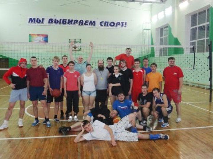 В посёлке Промышленновский прошел турнир по волейболу среди команд православных молодежных клубов