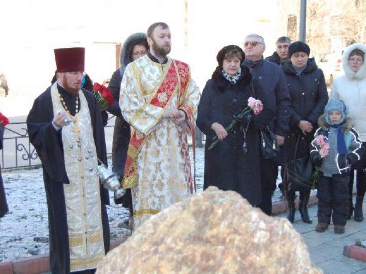 В Л-Кузнецком отслужили заупокойную литию по погибшим сотрудникам полиции