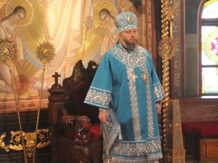 В праздник Казанской иконы Божией Матери митрополит Аристарх совершил Литургию в Знаменском соборе