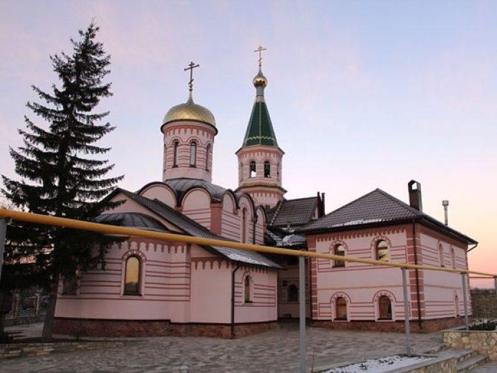 Глава Кузбасской митрополии освятил реконструированный храм в селе Андреевка Кемеровского района