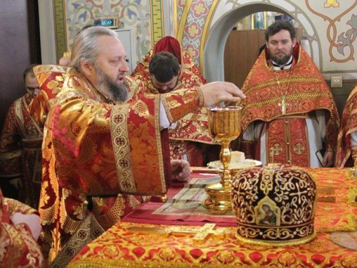 В день памяти святого благоверного князя Александра Невского митрополит Аристарх совершил Литургию в храме Осинников