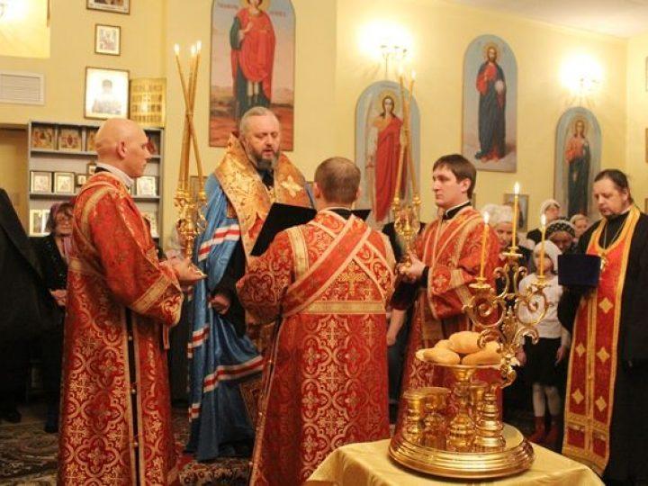 Глава Кузбасской митрополии совершил всенощное бдение в домовом храме санатория «Топаз» в Мысках