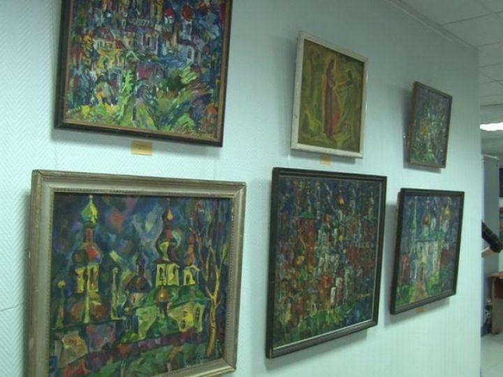 В епархиальном музее продолжает работу выставка картин заслуженного художника России Ивана Филичева
