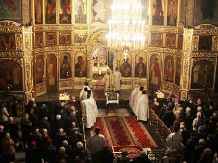 Глава Кузбасской митрополии совершил Новогодний молебен в Знаменском соборе
